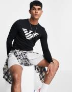 Emporio Armani – Langärmliges Shirt mit großem Logo in Schwarz